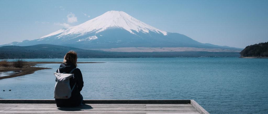 Johanna blickt auf den Fuji. Wolkenfreier Blick auf den Vulkangipfel - ein Traum.
