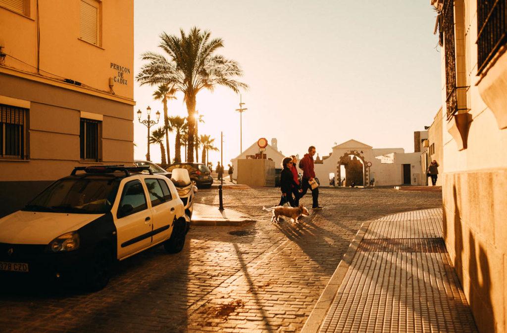 Auf dem Weg zum Meer in Cádiz.