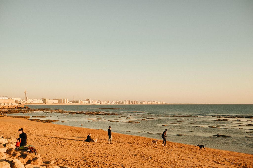 Stadtstrand in Cádiz.