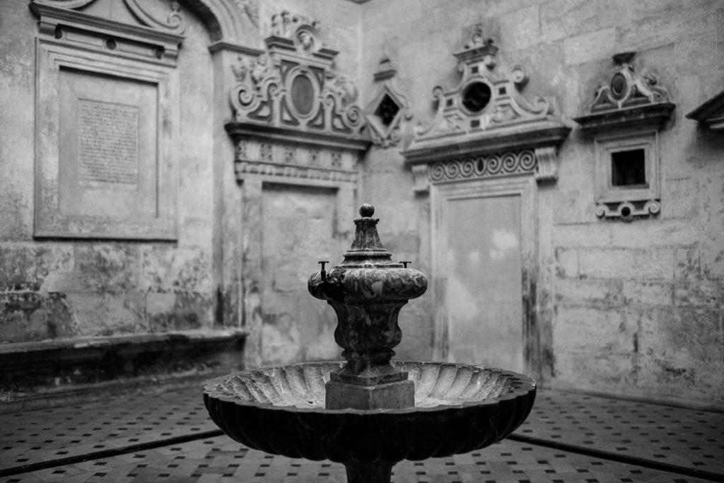 Brunnen in der Kathedrale von Sevilla.