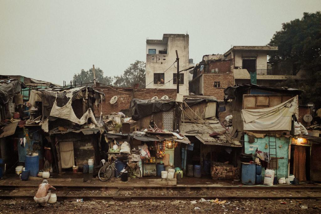 Slum in Delhi, ein sogenanntes Jhuggi-Jhopri