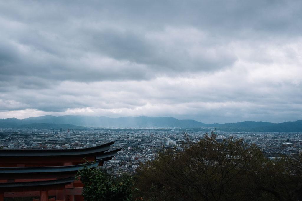 Blick über Kyoto vom Fushimi-Inari Schrein