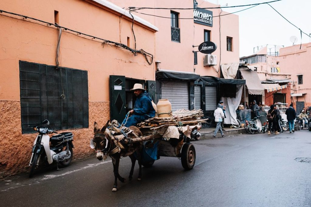 Straßenszene in Marrakesch.