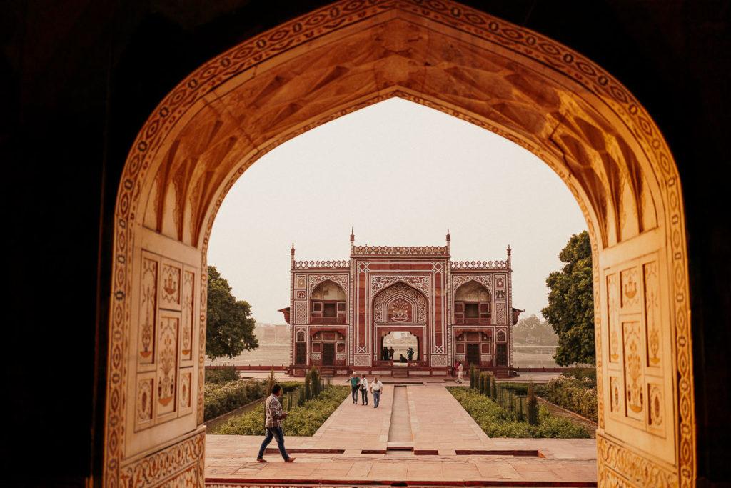 Blick zum Eingang, Torbau im Itimad-ud-Daula-Mausoleum, Baby Taj, Agra