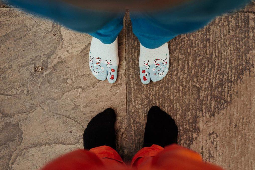 Tempelbesuch in Khajuraho: Schuhe ausziehen