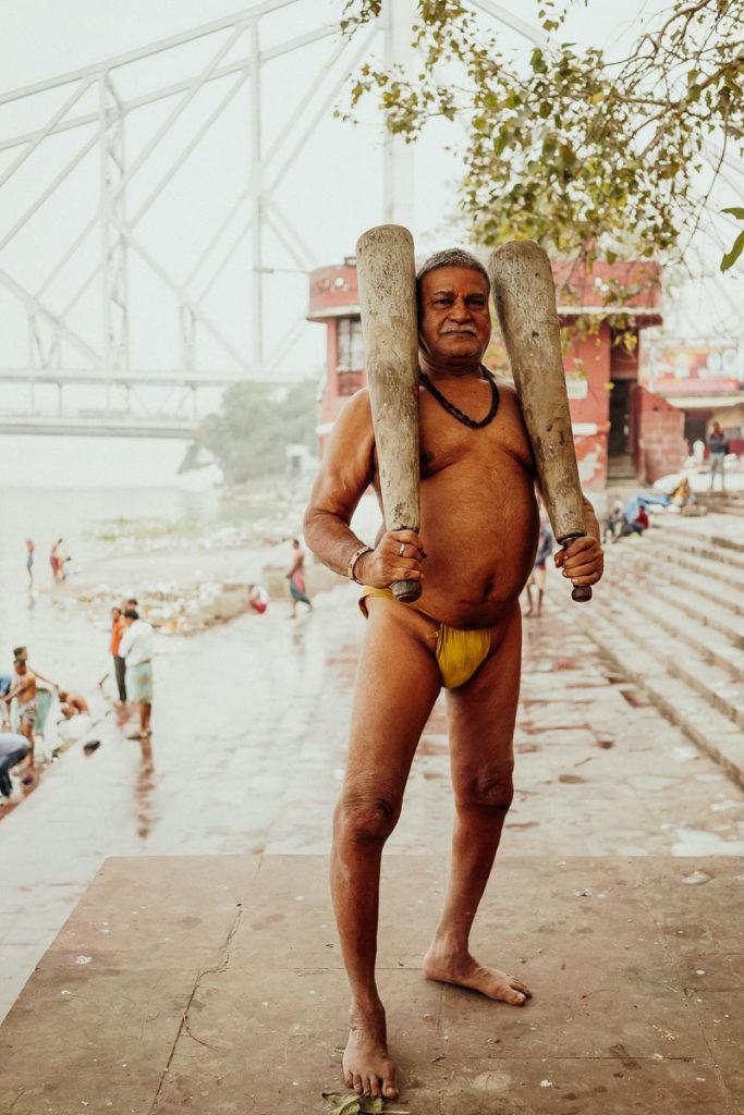 Training mit schwerem Gerät beim Kushti, dem traditionellen Ringen in Kolkata.