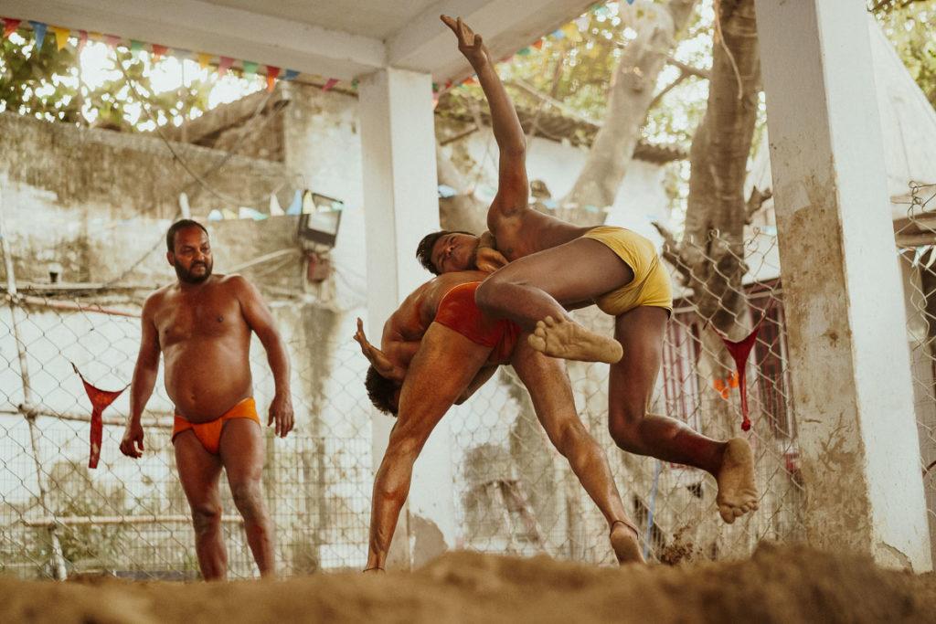 Kushti, das traditionelle Ringen in Kolkata wird von einem Wrestlerteam jeden Tag trainiert.