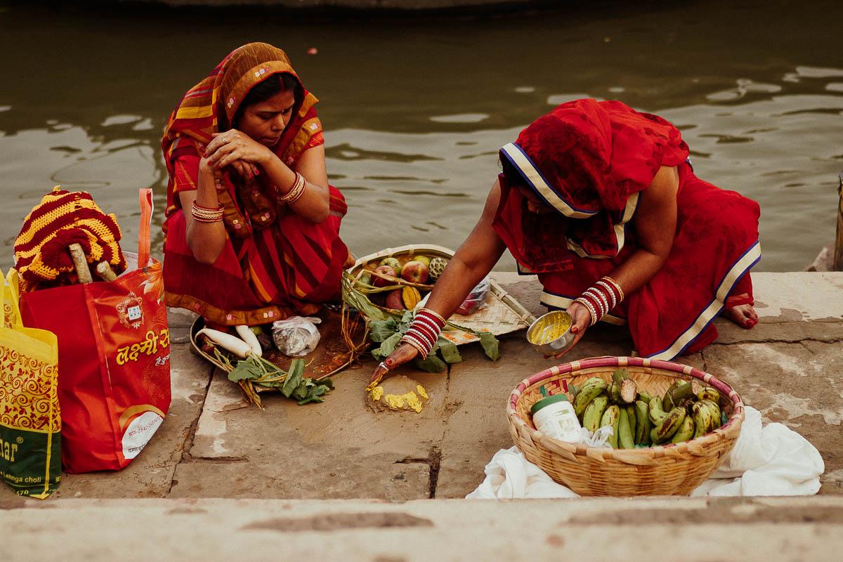 Chhath Puja in Varanasi: ein Fest zu Ehren der Sonne.