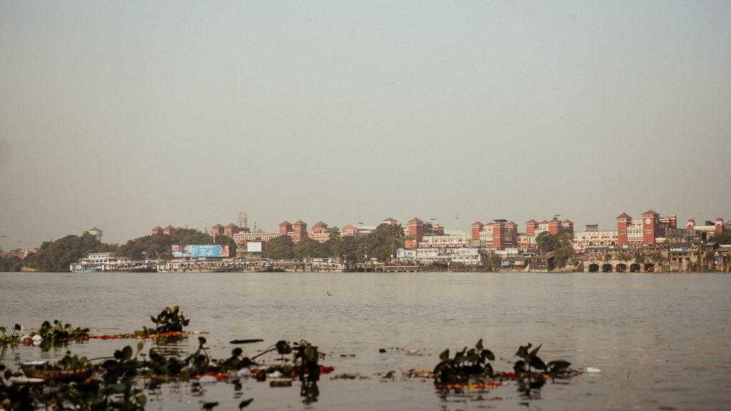 Das Leben am Fluss Hugli in Kolkata.