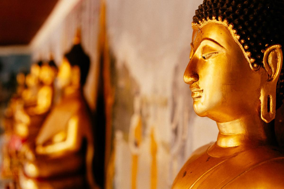 Sitzende Buddhas im Tempel Doi Suthep in Chiang Mai
