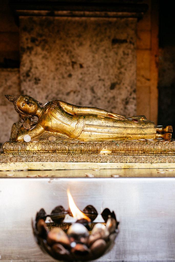 Liegender Buddha im Tempel Doi Suthep