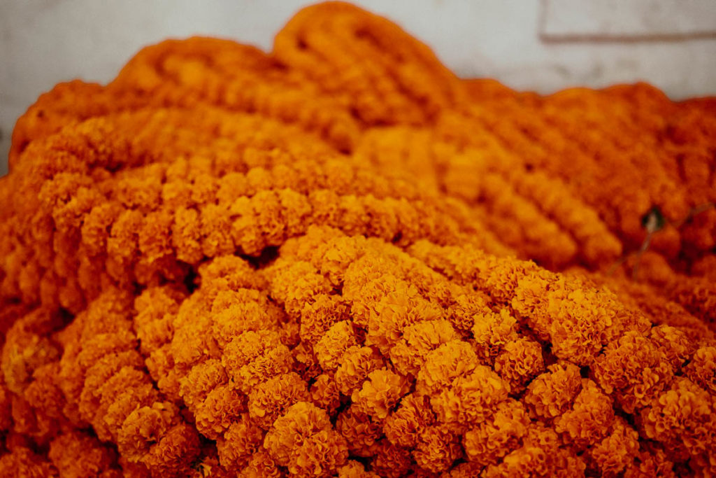 Blumenketten auf dem Flower Market in Kolkata.