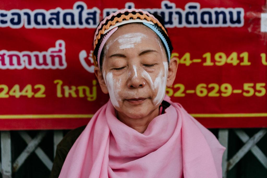 Spa und Kosmetik auf offener Straße in Chinatown, Bangkok.
