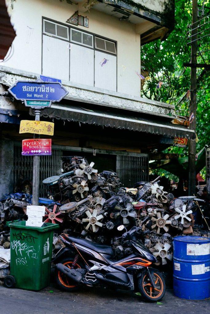 Geschäft für Autoteile in Talat Noi, Bangkok.
